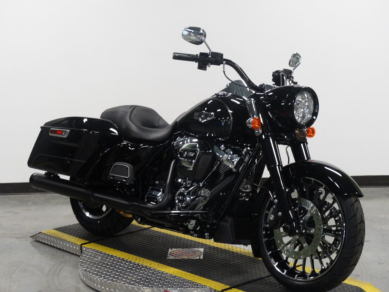 New 2017 Harley Davidson Road King Flhr Touring In Olathe H637498