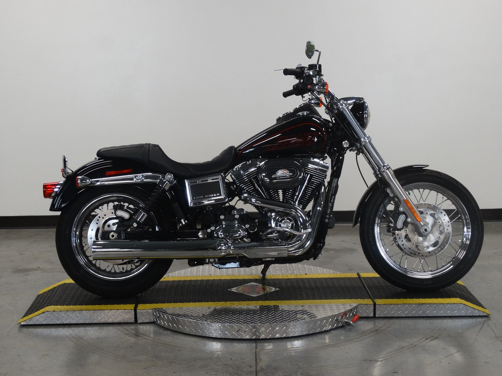 pre owned 2017 harley davidson dyna low rider fxdl dyna in olathe u321455 rawhide harley davidson. Black Bedroom Furniture Sets. Home Design Ideas